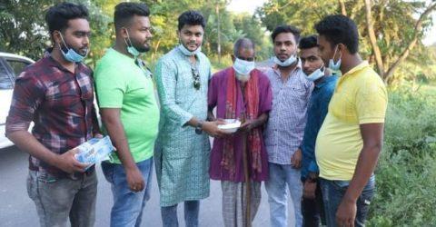 গোয়ালন্দে ছাত্রলীগ নেতা আবির হোসেন হৃদয়ের উদ্যোগে কর্মহীনদের মাঝে খাবার বিতরণ